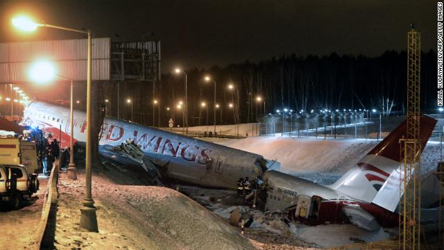 Plane crash at Moscow airport kills 4