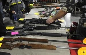 2013-01-02T220237Z_2_CBRE9011CMB00_RTROPTP_2_USA-GUNS-SHOW