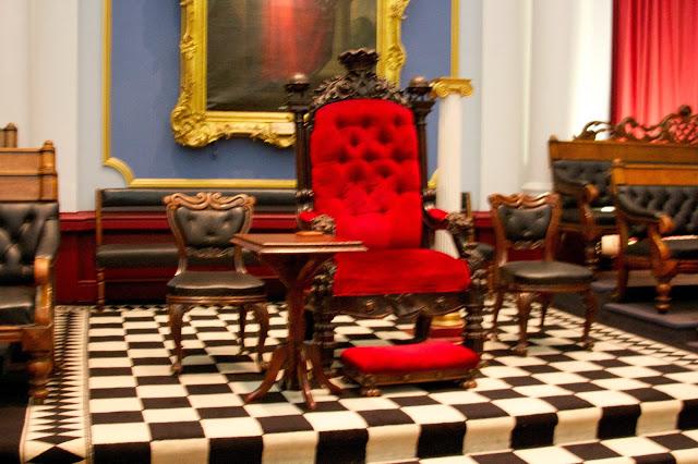 Throne11