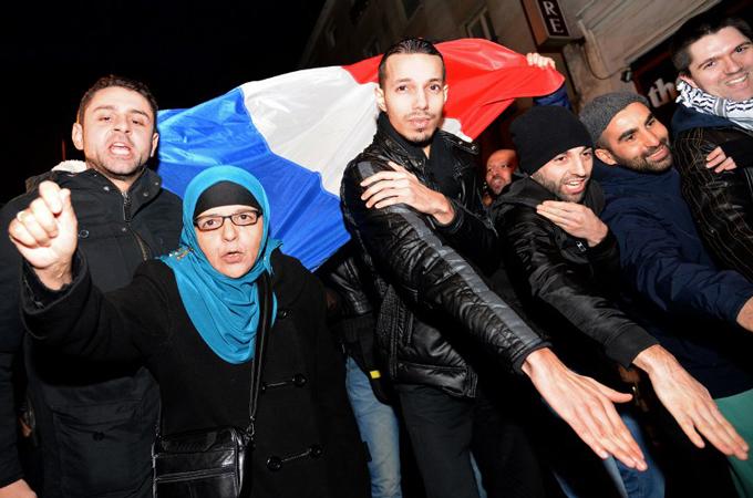 France considers ban on 'anti-Jew' comedian