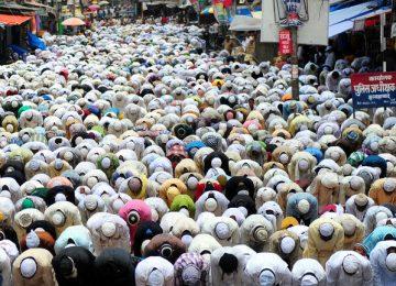 Indian MP lashes out at praying Muslim groups blocking roads