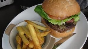 _65312495_burgerandchips