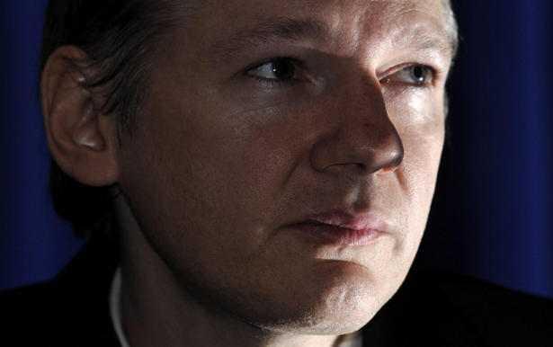 Wikileaks Founder Julian Assange Rejects Police Order to Surrender