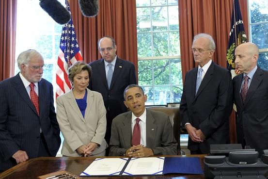 Obama Signs U.S.-Israel Security Bill Ahead of Romney Visit