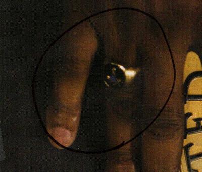 Obamas-Masonic-Ring-Closeup