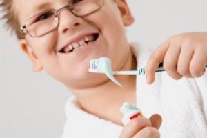 child_eat_fluoride_toothpaste_
