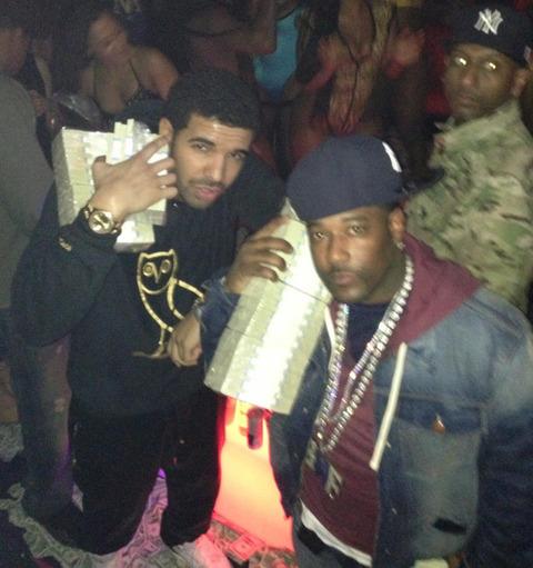DRAKE at a Strip Club.. Look at that money!