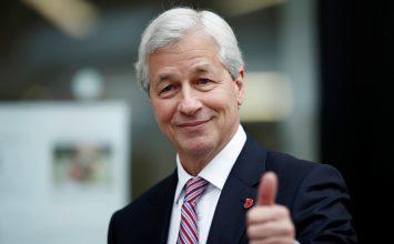 JPMorgan raises boss Dimon's pay to $31 million, topping pre-crisis record